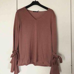 Jättesöt dusty rosa tröja från boohoo, köpte på nelly i våras men har inte kommit till användning.  Kan frakta eller mötas upp i Kalmar 💕
