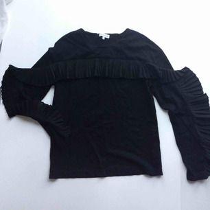 Svart tröja i sweatshirt material från Warehouse i London!