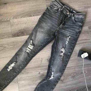 Snygga Jeans från Bikbok, aldrig använda