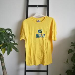 Ny och oanvänd tshirt från the ragged priest. Möts upp i Stockholm eller fraktar om du står för kostnaden!