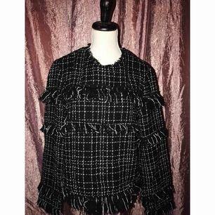 Fin tröja från Zara, väl använd men är och ser fortfarande fin och fräsch ut.