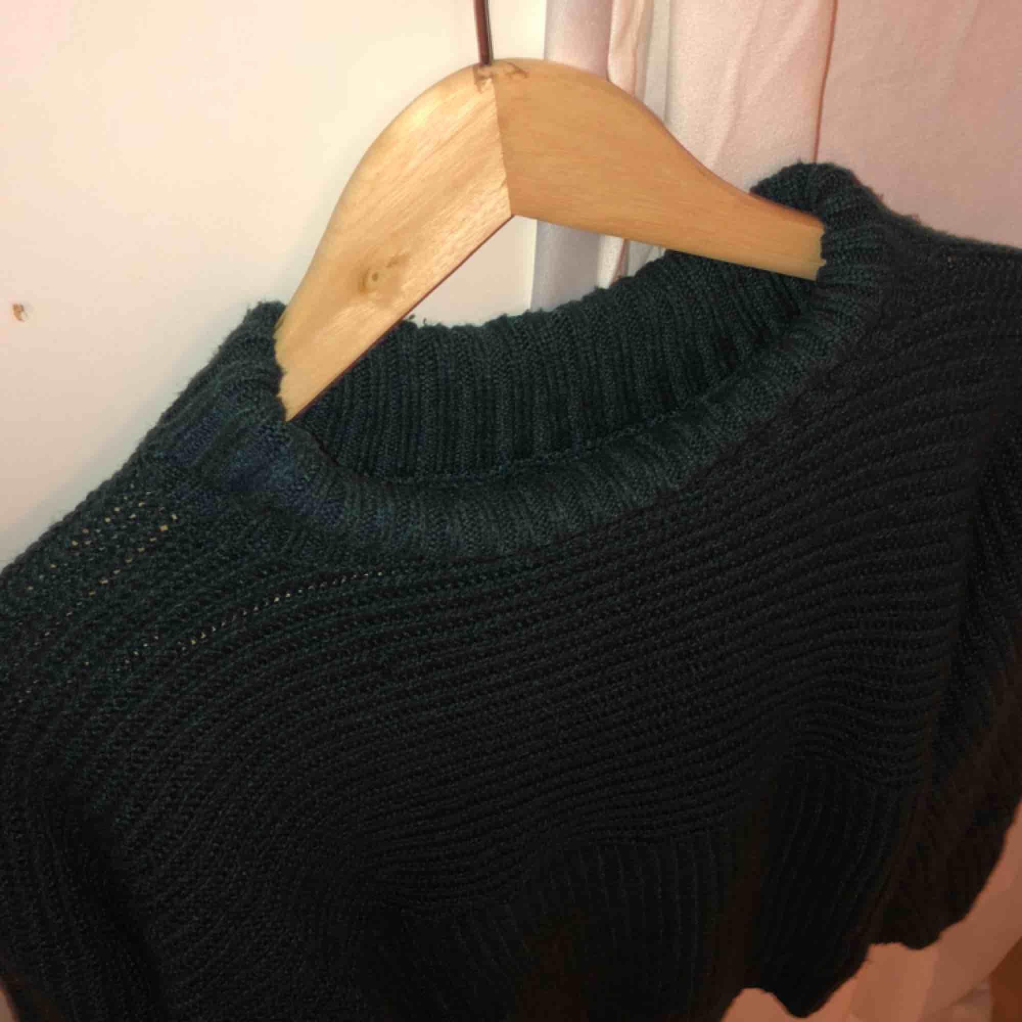 Stickad tröja från Monki säljes för 120kr inkl frakt. Tröjor & Koftor.