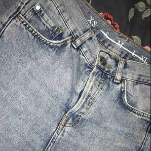 oerhört snygga jeans, de är utsvängda ner till, köparen står för frakt ☺️