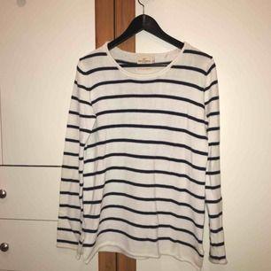 Stickad tröja från Holly & Whyte (Lindex). Säljer eftersom den inte kommer till användning.💖