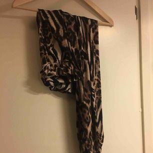 Byxor i leopard köpt ifrån raglady,