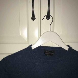 Blå/grön/teal färgad tröja från zara! Den är ursprungligen en man-tröja st. XL men den är krymt i tvätten så passar mig som är XS-S. 100% ull!