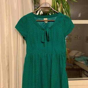 Fin klänning, väl använd. Säljes pga för liten för mig. Kan mötas upp I Eskilstuna eller skicka.