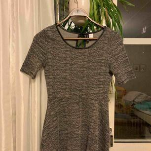 Fin klänning i bra skick. Säljes pga för kort för mig. Kan mötas upp i Eskilstuna eller skicka.