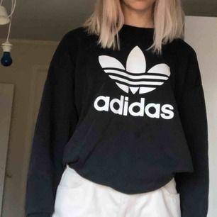 Svart adidassweatshirt storlek S🤛🏼✌🏼