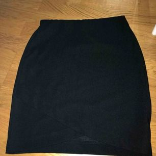 Jättefin kjol med omlott modell vid nedre delen