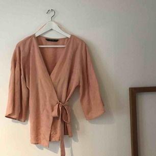 Kimonotopp från Zara med knytning! Strl S men passar större storlekar!
