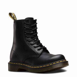 Doc Martens, använda max 5ggr pga inte min stil av skor! Så gott som nya, broke ass bish säljer de asap så vi kan diskutera priset, kan lätt gå ner lägre!