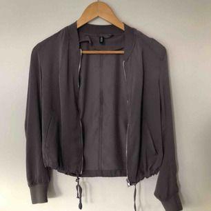 Lila/mauve färgad kofta från H&M aldrig använd ❣️ 50kr + frakt