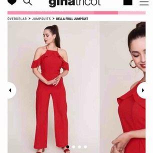 Röd jumpsuit från Ginatricot aldrig använd (lappen finns kvar) Nypris 499kr Skriv om du vill se fler bilder