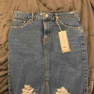 Sliten jeanskjol från ginatricot Skriv om du vill se fler bilder