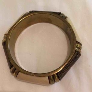 Armband  Hämtas i Bromma eller skickas. Köparen står då för frakt
