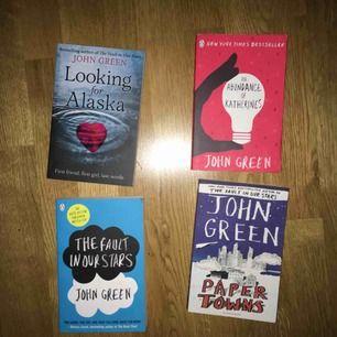 John Green-böcker i pocketformat på engelska, i princip oanvänt skick. 40 kr per bok, blir även billigare om man köper 3 eller alla 4. Ca 58 kr frakt!