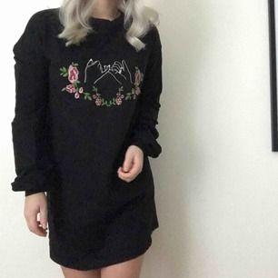 Asball och skön sweaterklänning beställd från Nelly.com. Aldrig använd