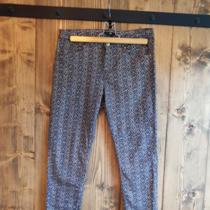 Printed slim trousers
