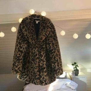 Jättefin pälsjacka från H&M vinterkollektion från förra året, min favorit jacka och i väldigt bra skick! Köptes för 899kr.