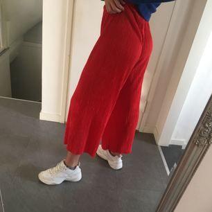 Jättesköna byxor, använda men i bra skick! Frakt tillkommer ✨