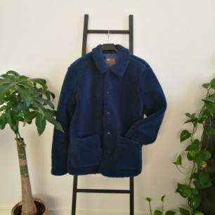 Ballaste skjortjackan från Asos herravdelning (storlek S), sitter snyggt oversize på mig som är 165cm. Endast använd en gång pga för många jackor, nypris 600kr. Möts upp i Stockholm eller fraktar för ca 100kr.