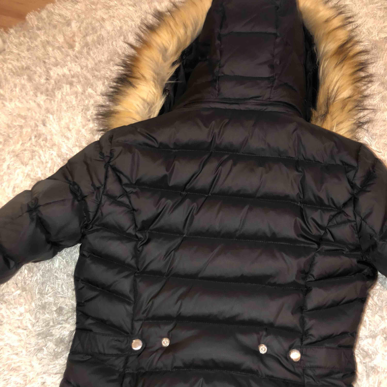 Säljer min rockandblue vinter jacka, använt ett fåtal gånger. I Bra skick , köpt nyligen men kommer inte till användning. köpt för 2200 kr! Pris kan diskuteras . Jackor.