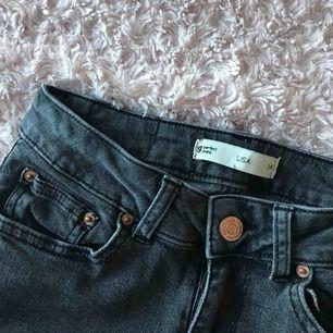 Gråa jeans från GinaTricot. 50kr + frakt. Betalning via swish😊