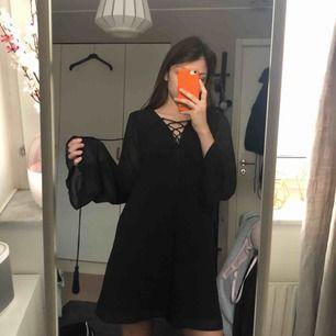 Snygg svart klänning från bikbok! Använd max 5 gånger. Kan frakta eller mötas upp i Kalmar 💞