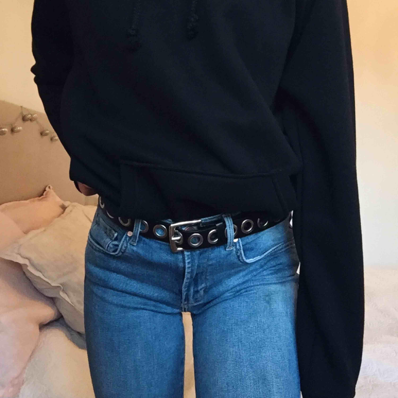 Mellanblåa bootcut jeans, köpta för 699kr. Jeans & Byxor.