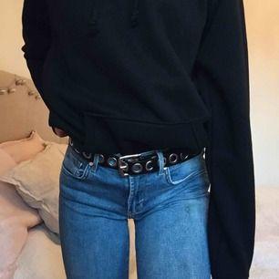 Mellanblåa bootcut jeans, köpta för 699kr