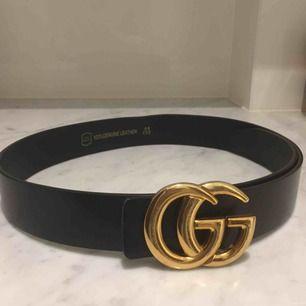 Gucci skärp A-kopia. Finns extra hål också så man kan spänna tightare.