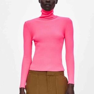 Neonrosa ribbad polotröja från Zara, endast använd en gång!  Möts upp i Sthlm eller skickas mot frakt 🌸