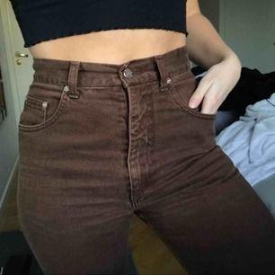 Ett bar bruna mom-jeans köpta 2hand i Köpenhamn. Prima skick men använder för sällan!
