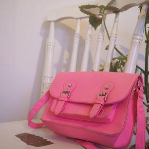 gullig rosa handväska! finns i stockholm men kan även frakta mot fraktkostnad!