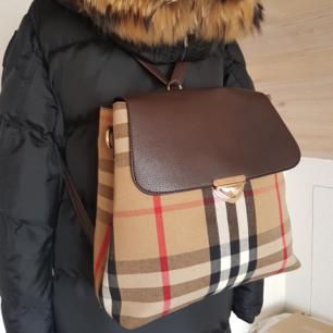 Ny  backpack ryggsäck Burberry  A kopia Kan ändras till axel väska Nytt Hämtas kan frakta spårbar köparen betalar  60 kr