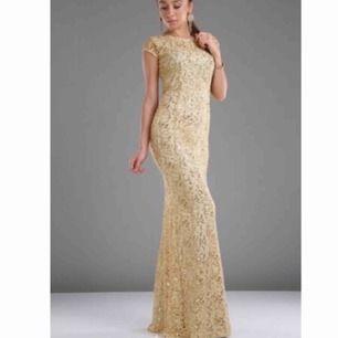 Väldigt fin balklänning / festklänning, har bar haft på mig en gång. Köparen står för frakt.  PS : Priset kan diskuteras 😉