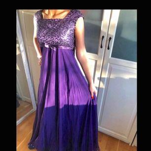 Lila klänning i bra skick