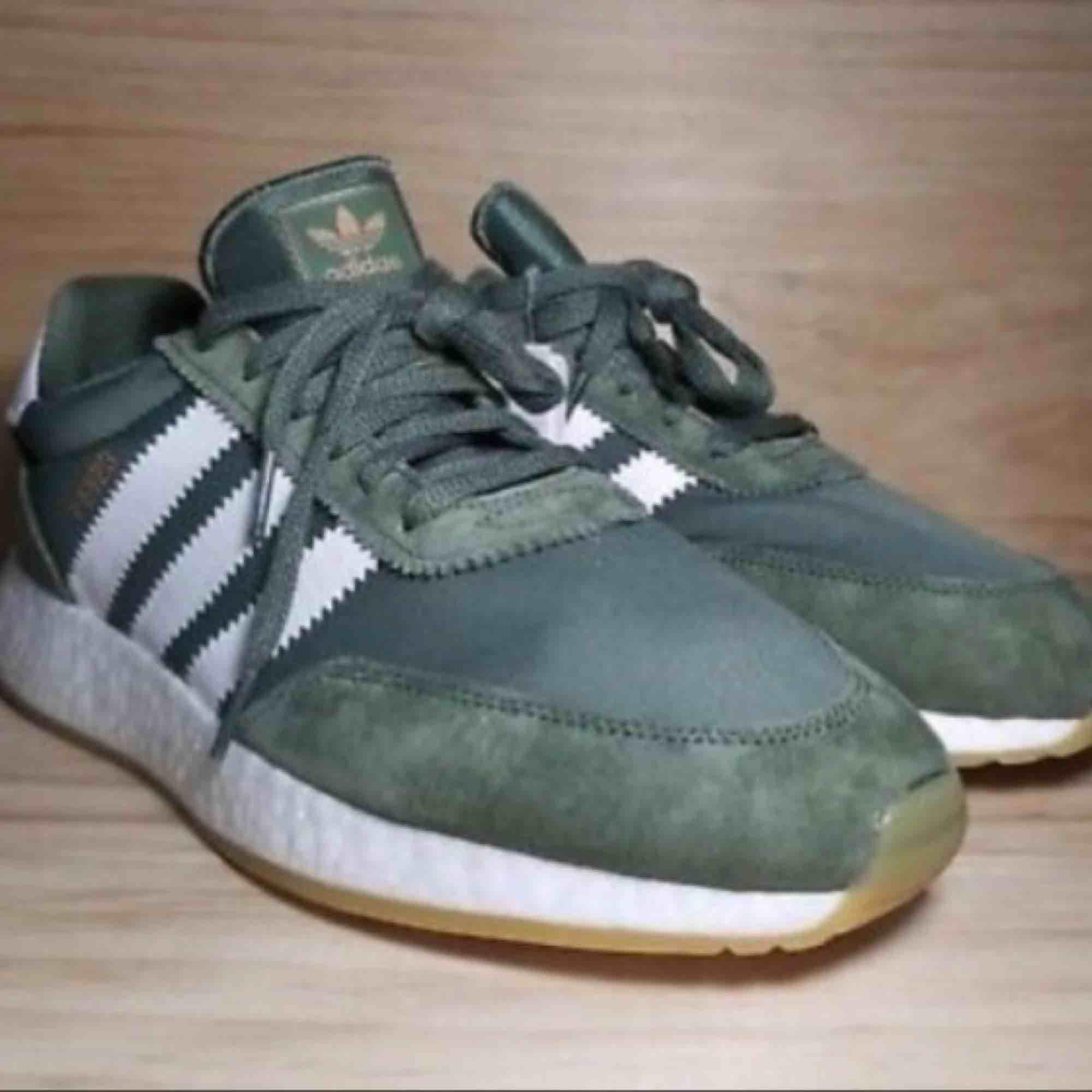 083e57e5dd0 Herrmodell. Adidas skor I-5923, stl 40. Fin grön färg i mocka