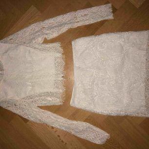 Snygg och Oanvänd top&kjol för sommar/student ny pris 649kr mitt pris 250kr🌹kan skicka mera bilder på den☺️