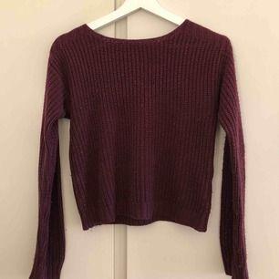 Stickad vinröd/lila tröja från JC