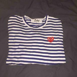 Jag säljer min Comme des garcon långärmade tröja pågrund av att den ej passar mig. Använd nån gång bara,,, bor i Göteborg ifall du kan mötas upp!