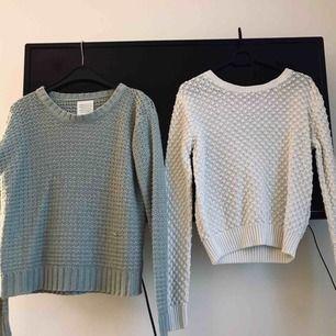 Stickade tröjor från BikBok. Den blåa är i storlek M och den vita i storleken XS. Båda passar dock mig som brukar ha storlek S i vanliga fall. 😊 70kr/styck + frakt, betalningen sker via swish