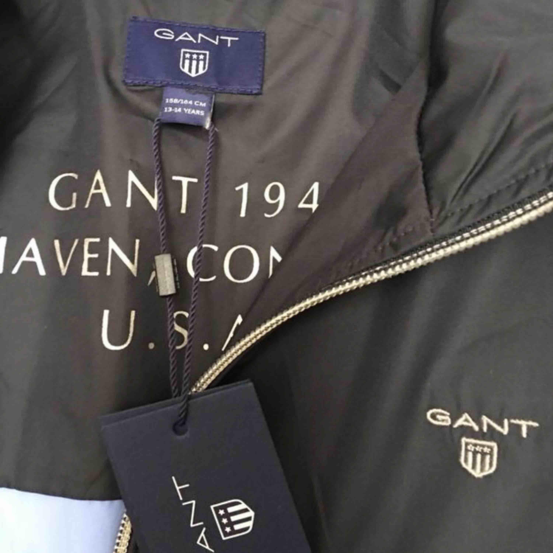 helt oanvänd jacka från Gant storlek S finns i Göteborg. Jackor.