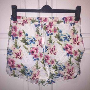 skitsöta shorts från vero moda, helt oanvända!