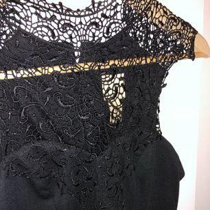 fin klänning köpt från Nelly. Prislapp kvar, endast testad🌸 det står att det är M men skulle säga att den är mer Xs/S   frakt 40:-