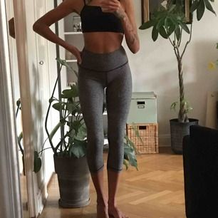 Brand new Lululemon Align Crop tights. 900sek in store. Very soft and stretchy! EU Size 6/small. Perfect for yoga and training. Shipping extra