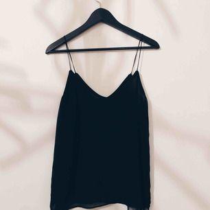 Tunt linne från Zara. Skickas mot frakt eller möts upp i centrala STHLM.