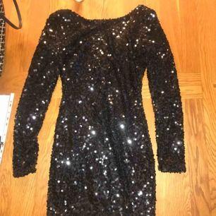 En klänning jag köpt på Nelly.com. Funkar både till Nyår och jul. Den passar M/S/XS