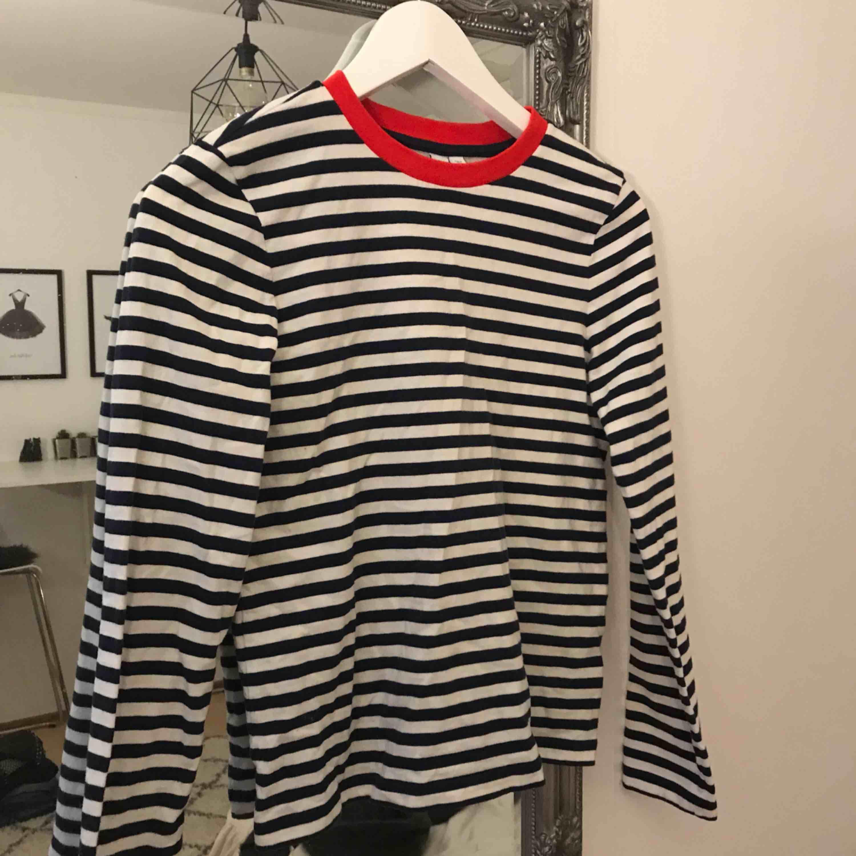 Finns att hämta i Solna, kan även frakta men då står köparen för frakten.. Huvtröjor & Träningströjor.